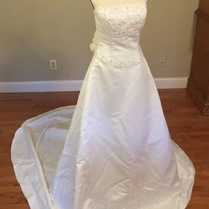 St Tropez wedding dress size 12 pretty both sides